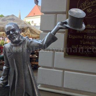 Schoner Nazi In Bratislava